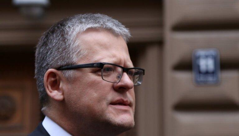 """Круминьш признал, что экс-министр Белевич """"помог"""" ему получить нужную подпись"""