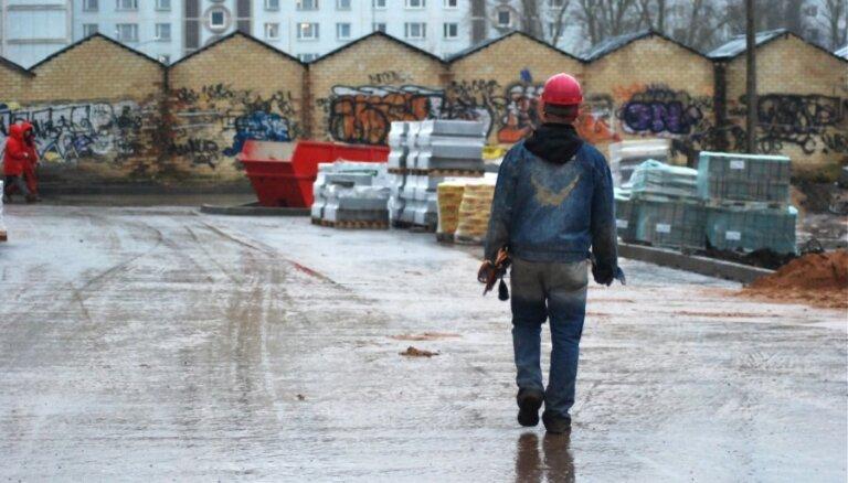 Экономисты: дефицит работников в Латвии существенно усилится