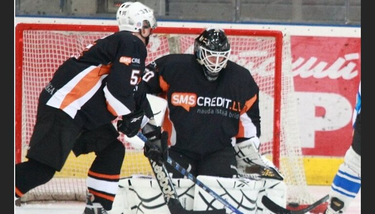 Līdervienības 'SMScredit.lv' hokejisti uzvar pērnā gada valsts čempionus 'Liepājas metalurgs 2'
