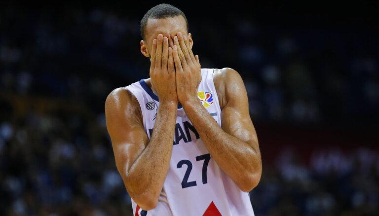 'Jazz' kļūst par pirmo NBA komandu, kas atbrīvo daļu no personāla