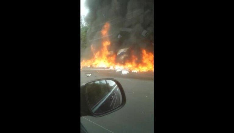 Video: Kā Bavārijā ar traģiskām sekām dega pasažieru autobuss