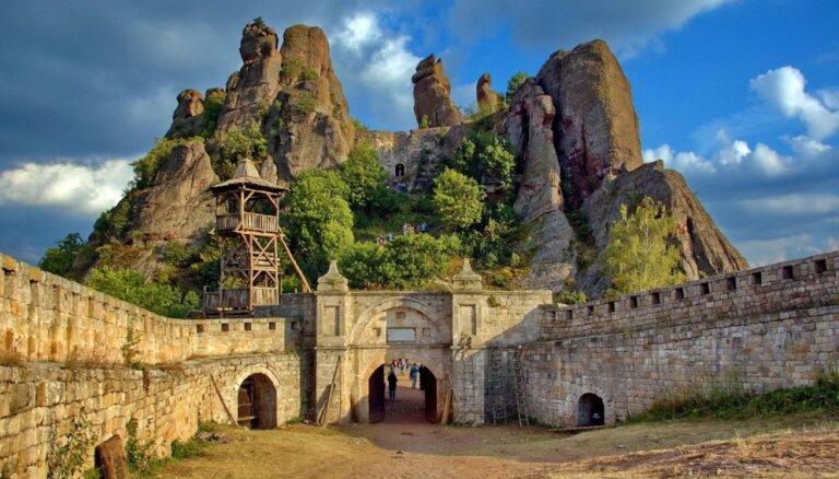 Iespaidīgi un pamesti: 7 cietokšņi un pilis, kuru varenība sen pagājusi