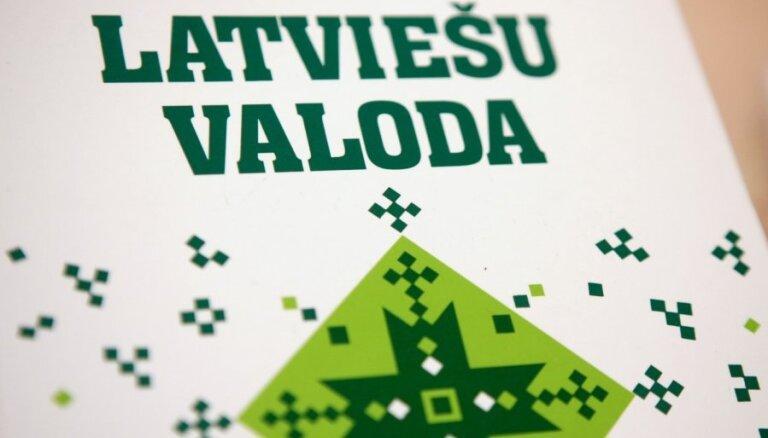 Коалиция согласилась с нацблоком: депутаты должны учить латышский язык за свой счет