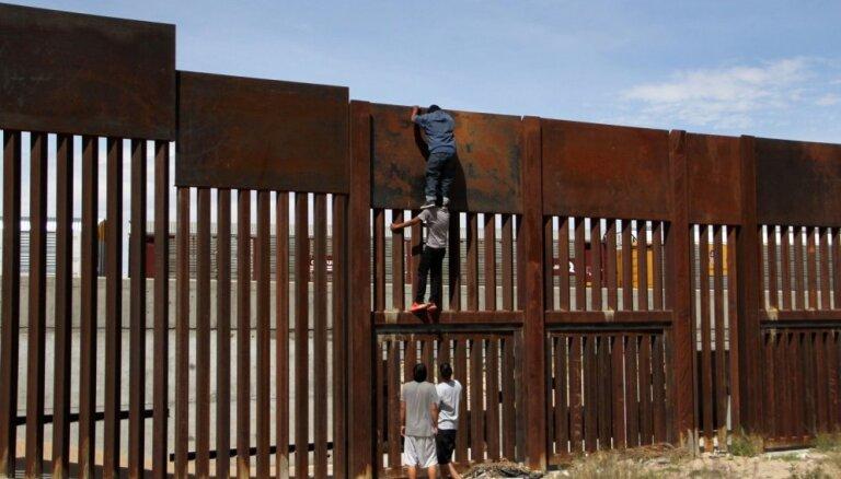 Pentagons nosūtīs vēl 3750 karavīrus uz ASV un Meksikas robežu