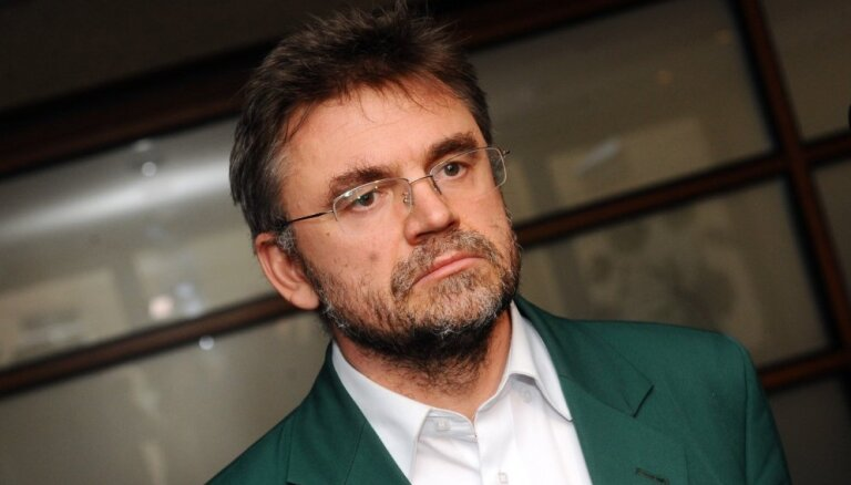 Газета: Депутат Клявиньш получает компенсацию за жилье в Лиепае и машину, но работает в Риге и ездит на велосипеде