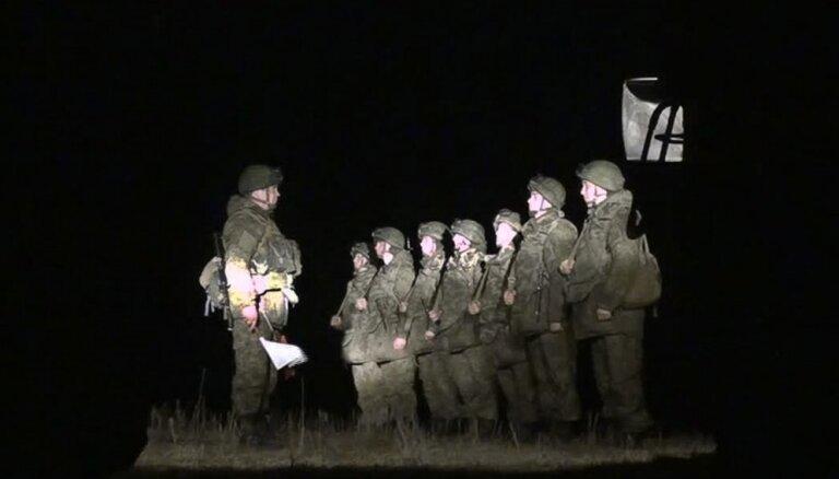 Ukraina apstiprina sagūstīto krievu desantnieku apmaiņu pret 63 ukraiņu karavīriem