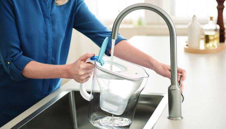 Vai, filtrējot krāna ūdeni, var ietaupīt uz plastmasas pudelēm?