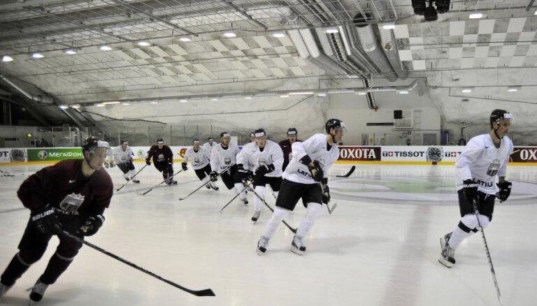 Fotoreportāža: Latvijas hokejisti gatavojas spēlei pret Austriju