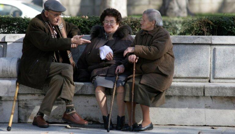 ЦС: вслед за индексацией пенсионеров надо освободить от налогов