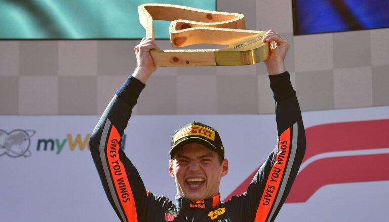 Verstapens pāris apļus pirms finiša apsteidz Leklēru un uzvar Austrijas 'Grand Prix'