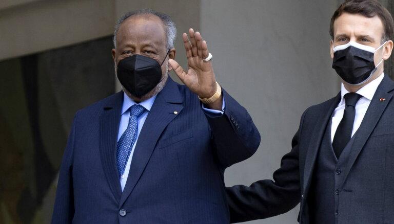 Stratēģiski svarīgajā Džibutijā pārvēlē 22 gadus valdījušo Gelehu