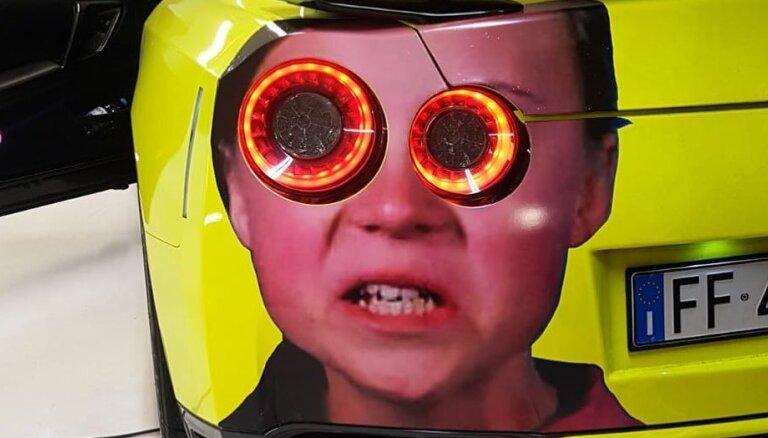 Interneta hits: superauto lukturi kā acis Tūnbergas dusmīgajā ģīmetnē