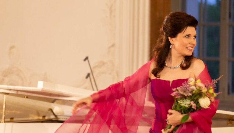 Foto: Marinas Rebekas solokoncerts Rundāles pilī noslēdzas ar stāvovācijām