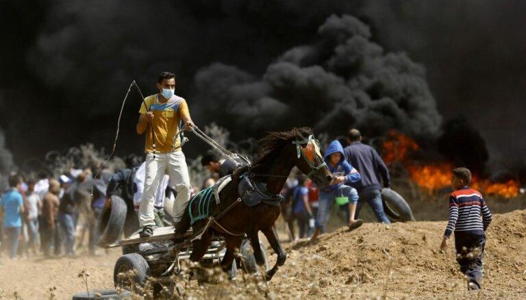 Izraēlas karavīri pie robežas ar Gazas joslu nošāvuši trīs palestīniešus