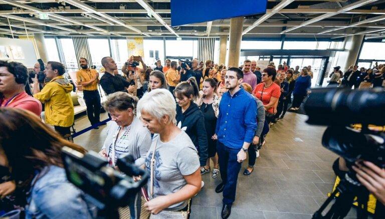 Магазин IKEA в Риге в первый день его работы посетили 20 тысяч человек