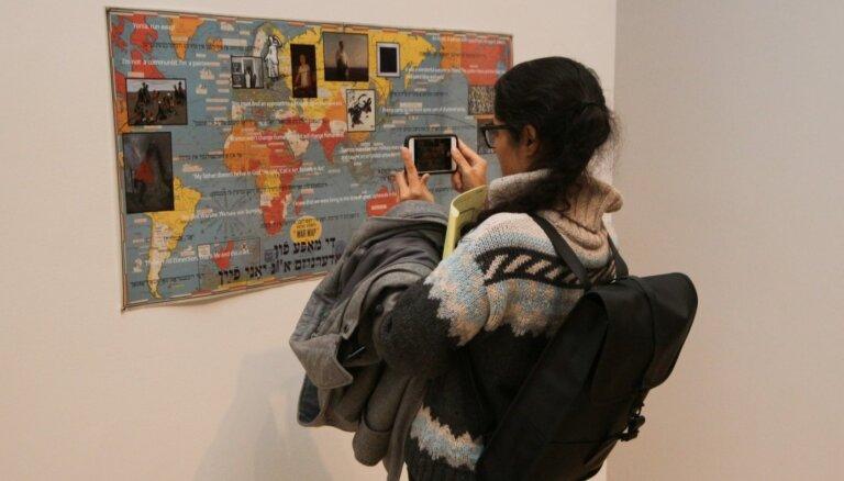 Foto: Ņujorkā atklāta LLMC veidotā izstāde 'Pārnēsājamās ainavas'