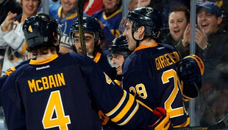 Girgensons un Nolans ar uzvaru atsāk NHL čempionātu