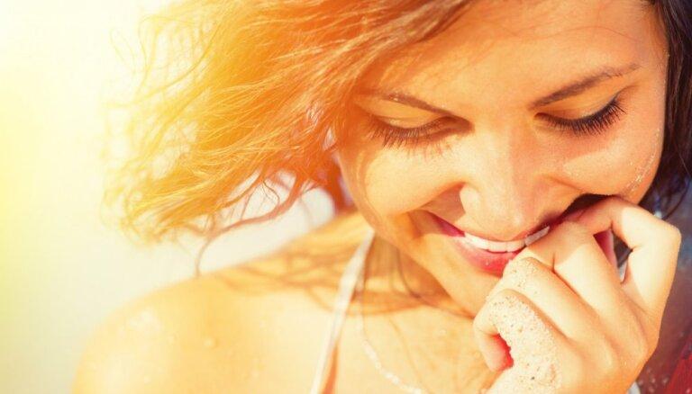 Советы дерматолога, как правильно очищать, увлажнять и защищать кожу летом