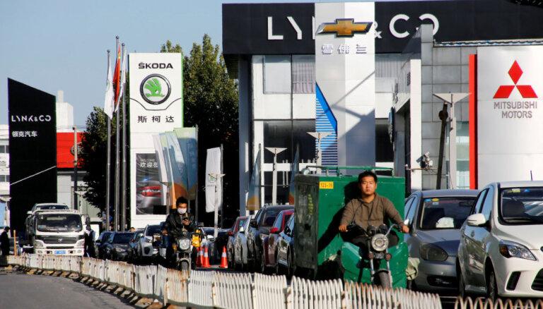 Jaunu auto tirdzniecība Ķīnā sarukusi par 12%