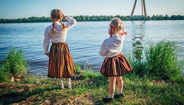 Patrioti vai kosmopolīti: kas notiek ar latviešu emigrantu un reemigrantu bērniem