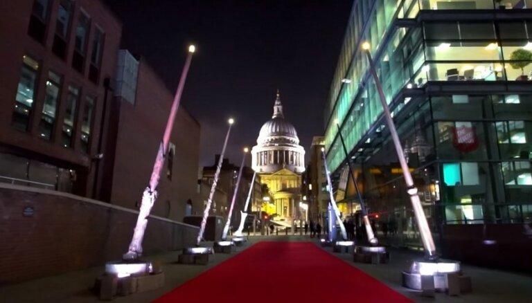 ВИДЕО: В Лондоне установили светильники в виде волшебных палочек из вселенной Гарри Поттера