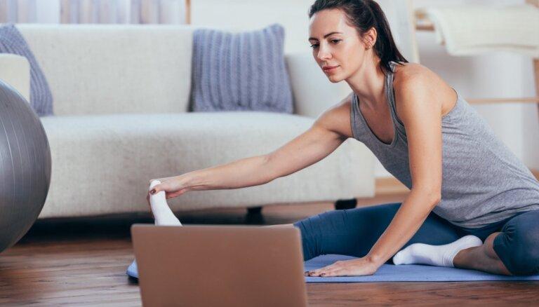 Izkusties mājās! Fitnesa treneri piedāvā bezmaksas nodarbības tiešsaistē