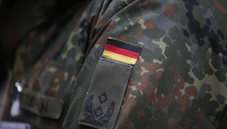 Vācijā no apcietinājuma atbrīvots teroraktu plānojušais karavīrs