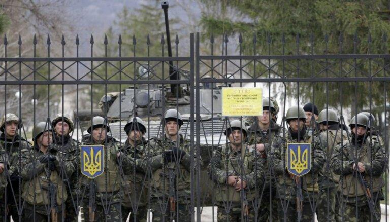 'Mēs neatbildējām, jo nebija pavēles no augšas,' stāsta ieņemtas Ukrainas bāzes karavīrs