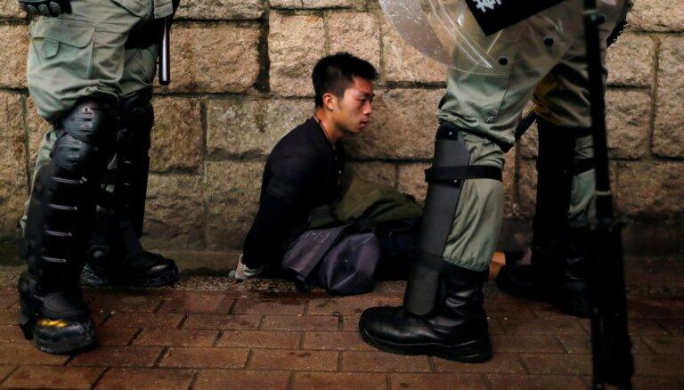 Protesti Honkongā: 'Twitter' slēdz Ķīnas kampaņas kontus