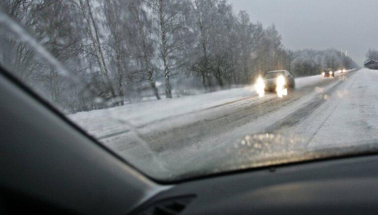 Итоги зимнего сезона: содержание автодорог обошлось Латвии почти в 25 млн евро