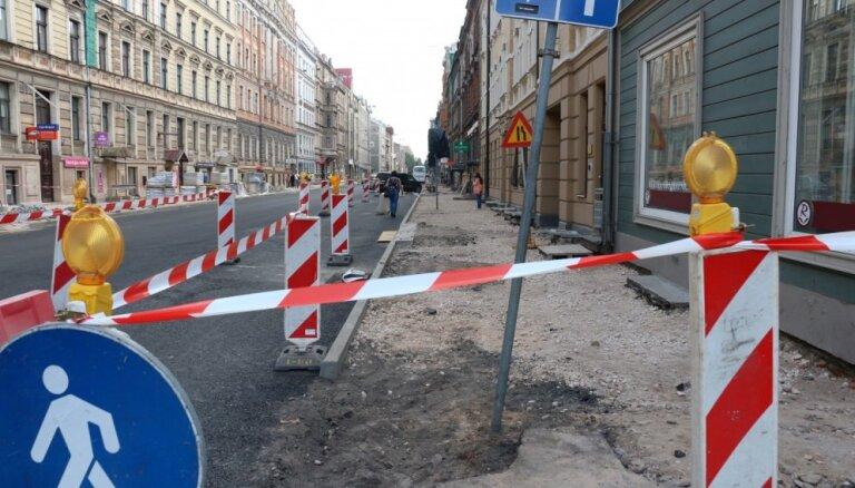 Rīgas ielu haosā Jakrins vaino 'Latvijas gāzi' un citus komunikāciju turētājus