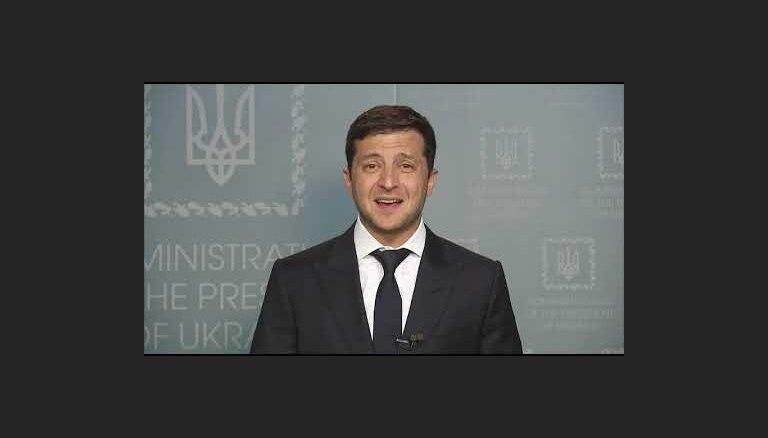 Зеленский предложил Путину провести переговоры в Минске