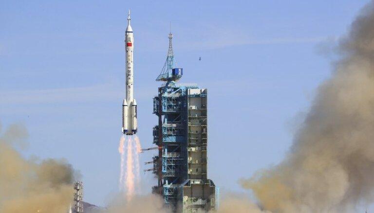Китай отправил трех астронавтов на собственную орбитальную станцию