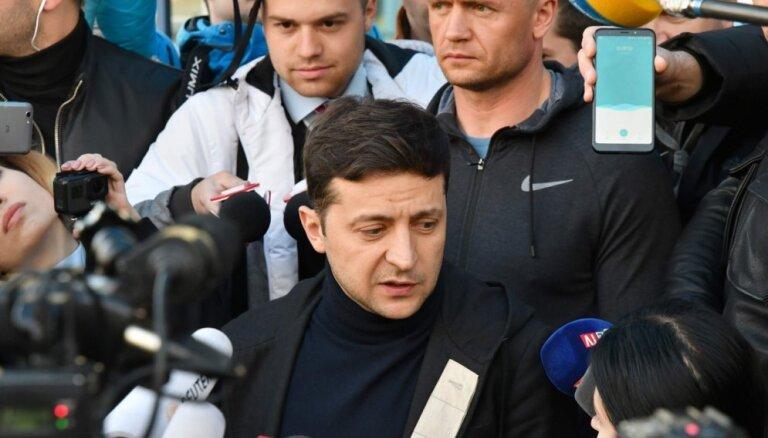 Zelenskis uzvaras gadījumā gatavs sarunām ar Putinu