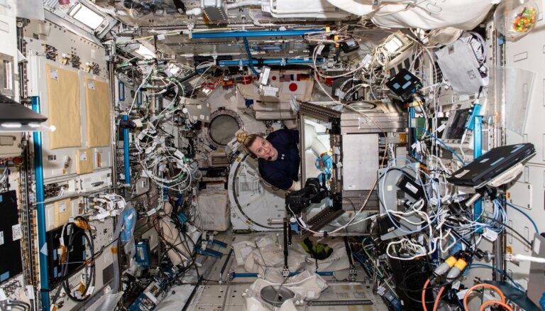 Starptautiskajā kosmosa stacijā atrasti līdz šim neizpētīti mikroskopiski 'pasažieri'