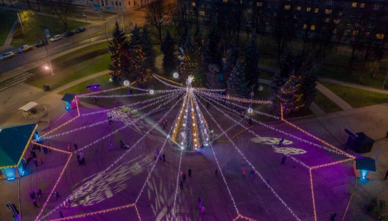 ФОТО. Как выглядит Даугавпилс в шикарном новогоднем наряде
