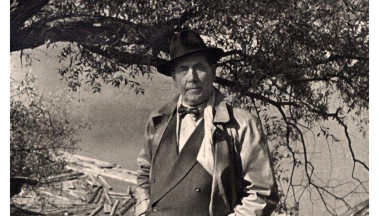Iznākusi Ritas Rotkales un Agras Straupenieces grāmata par Eduardu Smiļģi