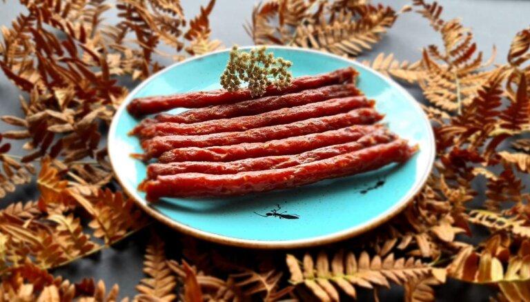 Конфеты из шишек, наливка из лисичек и тыквенные цукаты. 10 странных продуктов на выставке Riga Food