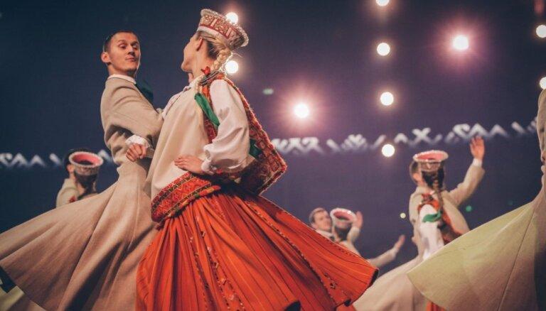 """Foto: 'Arēnā Rīga"""" izskanējis valsts svētkiem veltīts dižkoncerts 'Latvijas gadsimts'"""