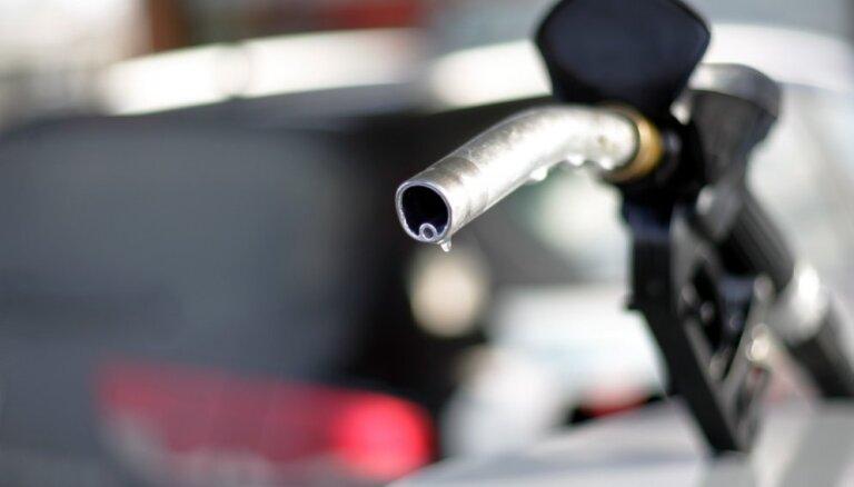 Rīgā un Tallinā sarūk degvielas cenas