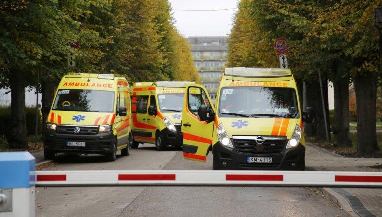 Stacionēto skaits tuvojas tūkstotim; smagā stāvoklī 123 Covid-19 pacienti