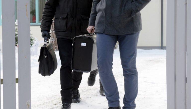 Ušakova kratīšanas varētu būt saistītas ar 'Rīgas satiksmes' kriminālprocesu, pieļauj opozīcija