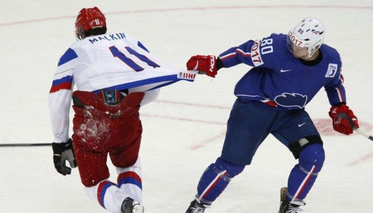 Znaroka vadītā Krievijas izlase turpina savu uzvaru gājienu