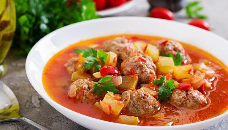 Суп с рыбными фрикадельками на курином бульоне