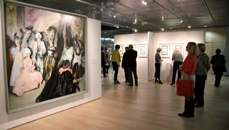 Foto: Gaismas pilī atklāj Tabakas un Kurševas darbu ekspozīciju