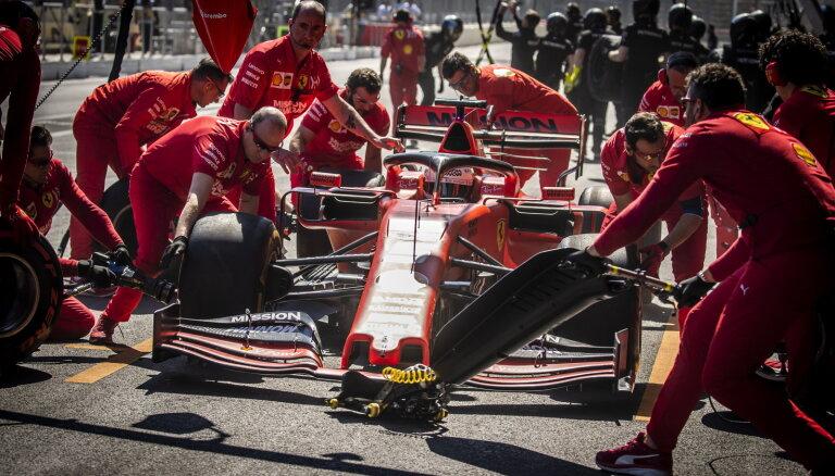 'Ferrari' braucēji Leklērs un Fetels uzrāda ātrākos laikus Azerbaidžānas posma pēdējā treniņā
