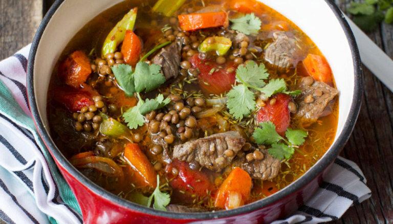 Sildošas lēcu zupas ātrām ziemas sezonas vakariņām: 14 sātīgas un gardas receptes