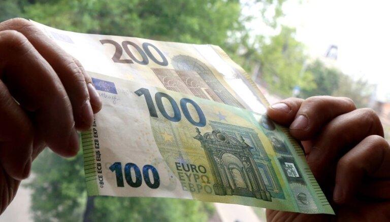 ФОТО: Во вторник в оборот поступят новые банкноты номиналом 100 и 200 евро
