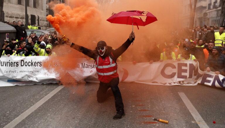 """""""Люди рвутся в бой"""": Франция бастует из-за пенсионной реформы"""