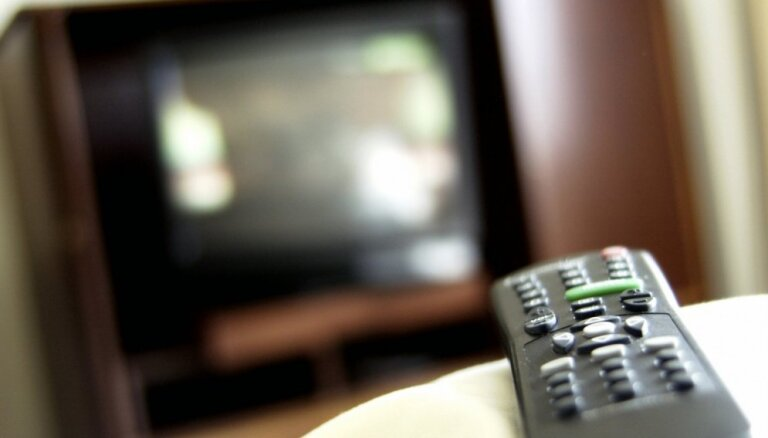 Par 10 000 mājsaimniecību nodrošināšanu ar nelegālu televīziju aiztur četras personas